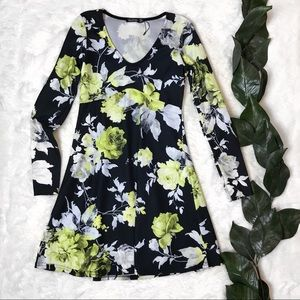 Boohoo Yellow and White Floral Black V-Neck Dress
